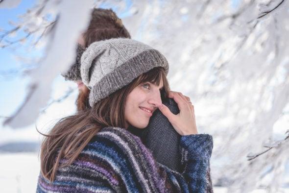 Pärchenfotos im verschneiten Schwarzwald