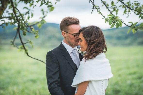Hochzeitsfotograf natürliche Brautpaarfotos Freiburg