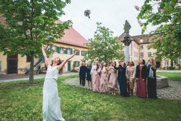 Brautstraußwurf Freiburg Jesuitenschloss Hochzeitsfotograf