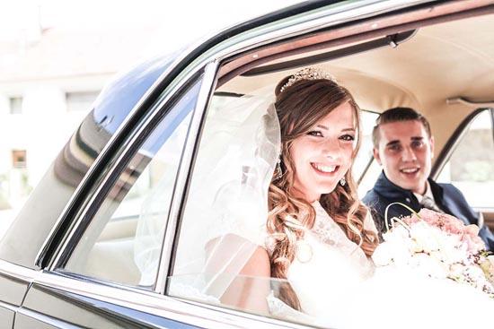 Hochzeitsfotograf Freiburg Oldtimer Auto Brautpaar
