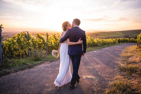Hochzeitsfotograf Freiburg Brautpaarshooting Sonnenuntergang Weinreben