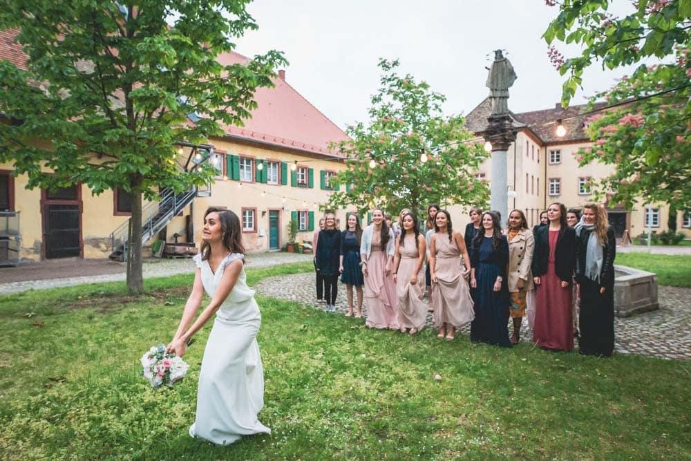 Hochzeitsfotograf Freiburg Brautstraußwurf